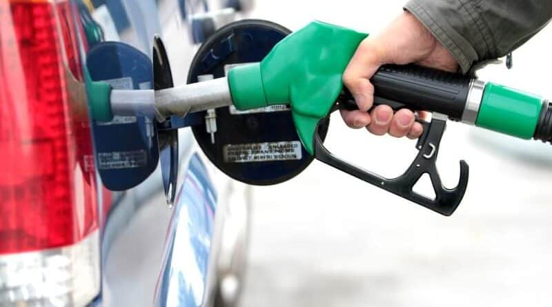 How to Save Money on Gas – 25 Smart Ways to Lower the Cost